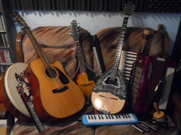 Omri's many instruments