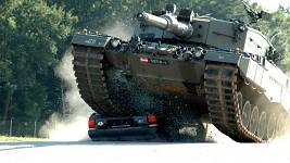 Wallpaper - Tank destroys car