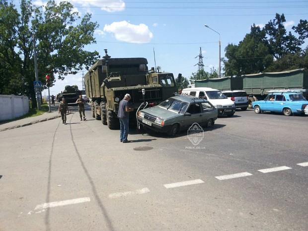 Ukrainian S-300 got into into a little car trouble  in Odessa