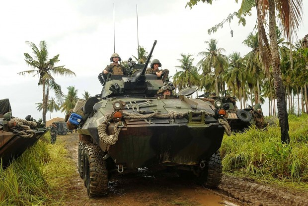 malaysian army and US marine on EKs CARAT 2014
