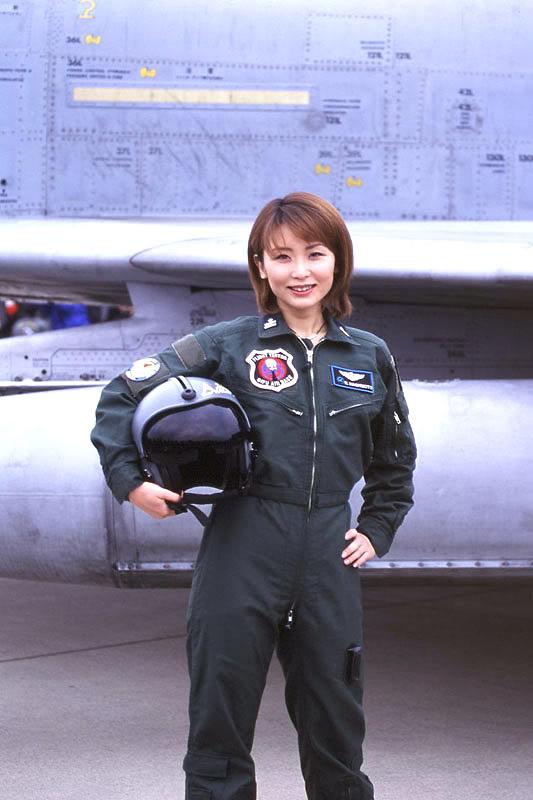 Japanese Female Pilot Image