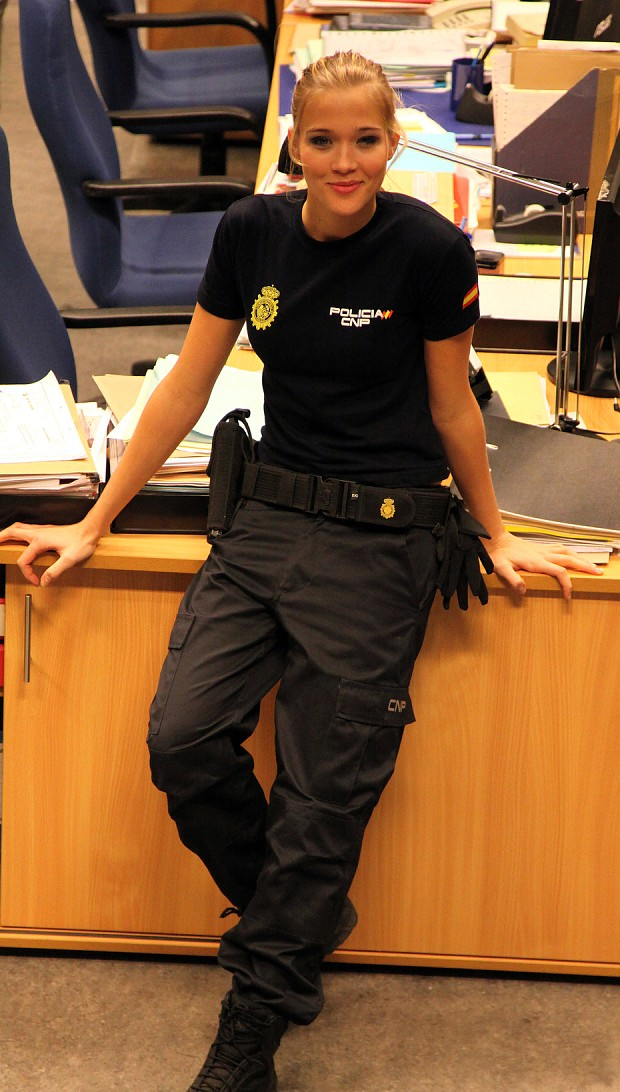 Spanish National Police agent