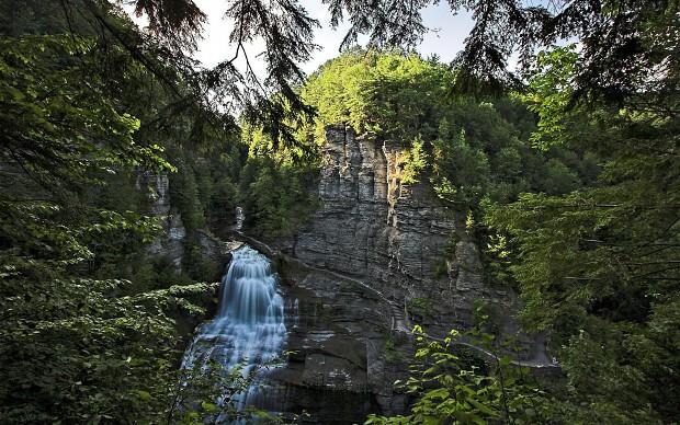Natural Waterfall Wallpapers