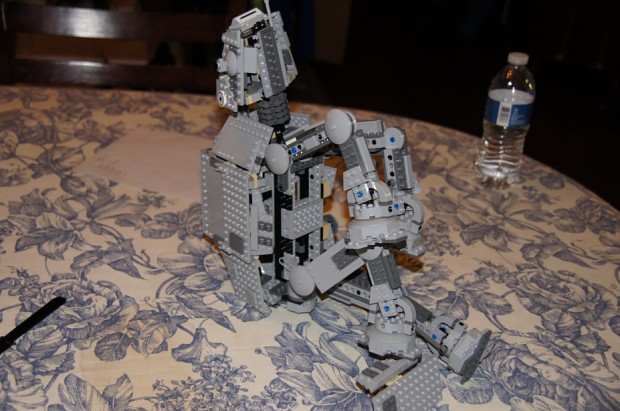 At-at hurts its knee