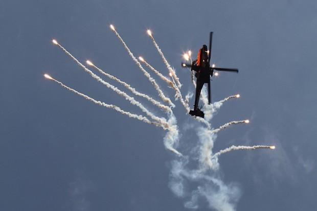 AH-64 Flare drop