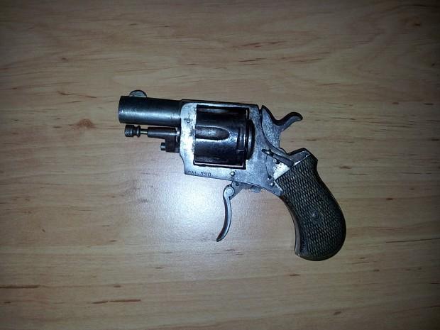 Cute revolver