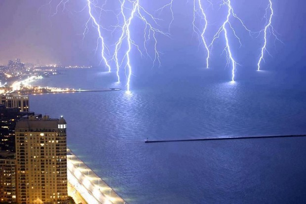 Thunders lightining the seas O.O =D =P XD