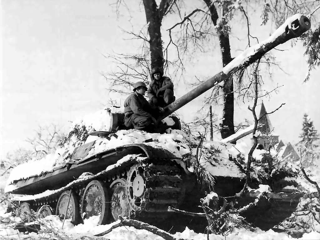the battle of the bulge The battle of the bulge (16 december 1944 – 25 january 1945) was a major german attack near the end of world war ii, in belgium, france and luxembourg.
