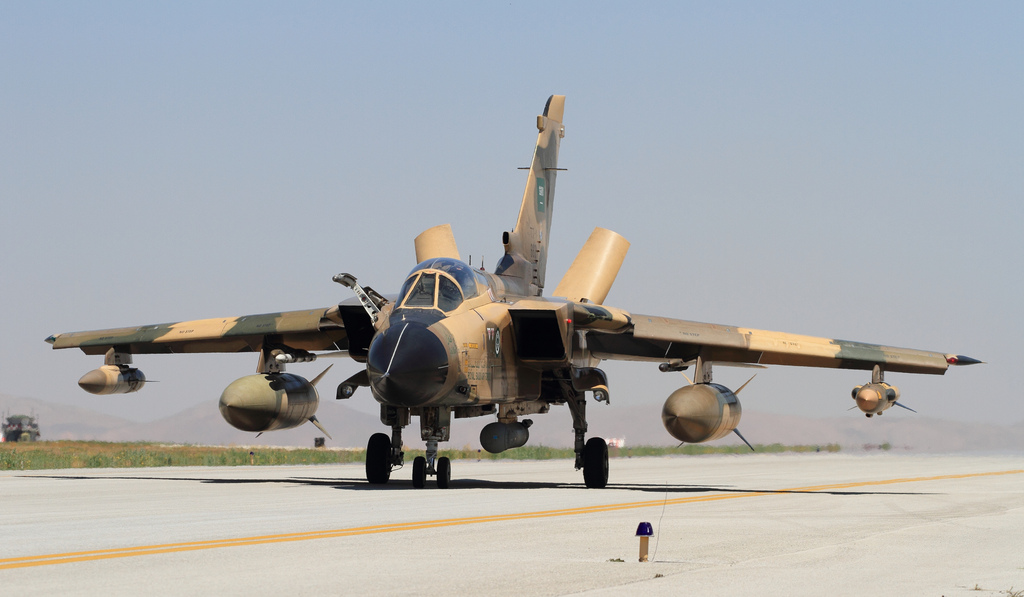 Arábia Saudita desloca armamentos para à fronteira com o Iêmen