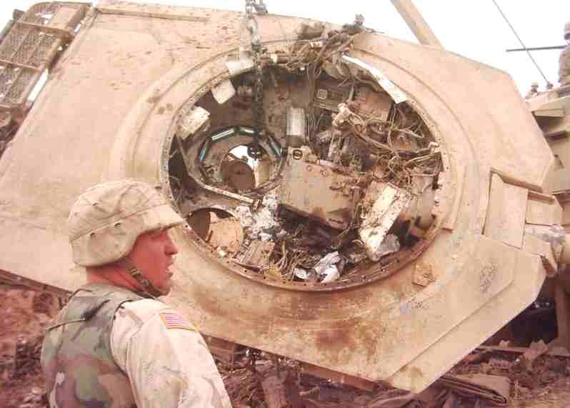 ماهو سر سحق الدبابات الامريكية و البريطانية للدبابات العراقية في الحرب ?? - صفحة 4 Iraq_tank_destroyed