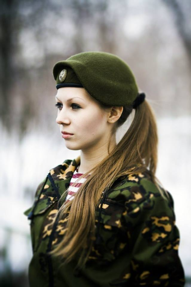 Russian army girl. image - Females - 51.3KB