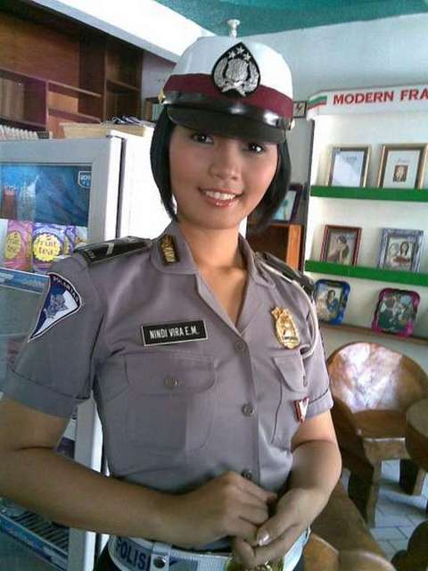 Indonesian Policewoman image - Females In Uniform (Lovers Group)