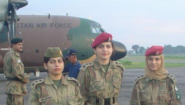 Pak Army Lady Pics: Female Pakistani Army Airbrone. Image