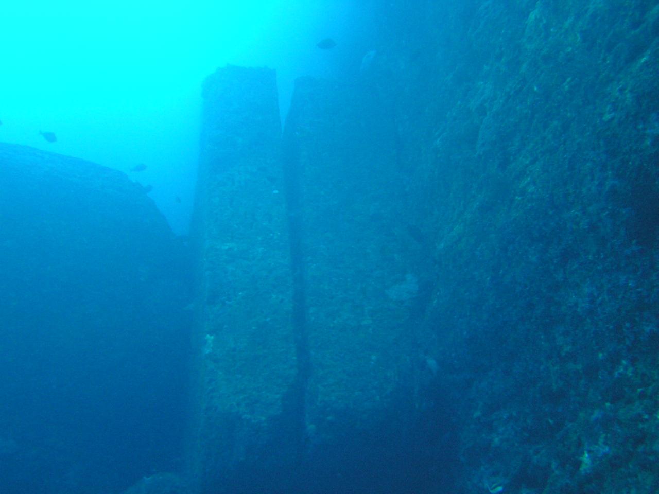 Yonaguni monument pillars