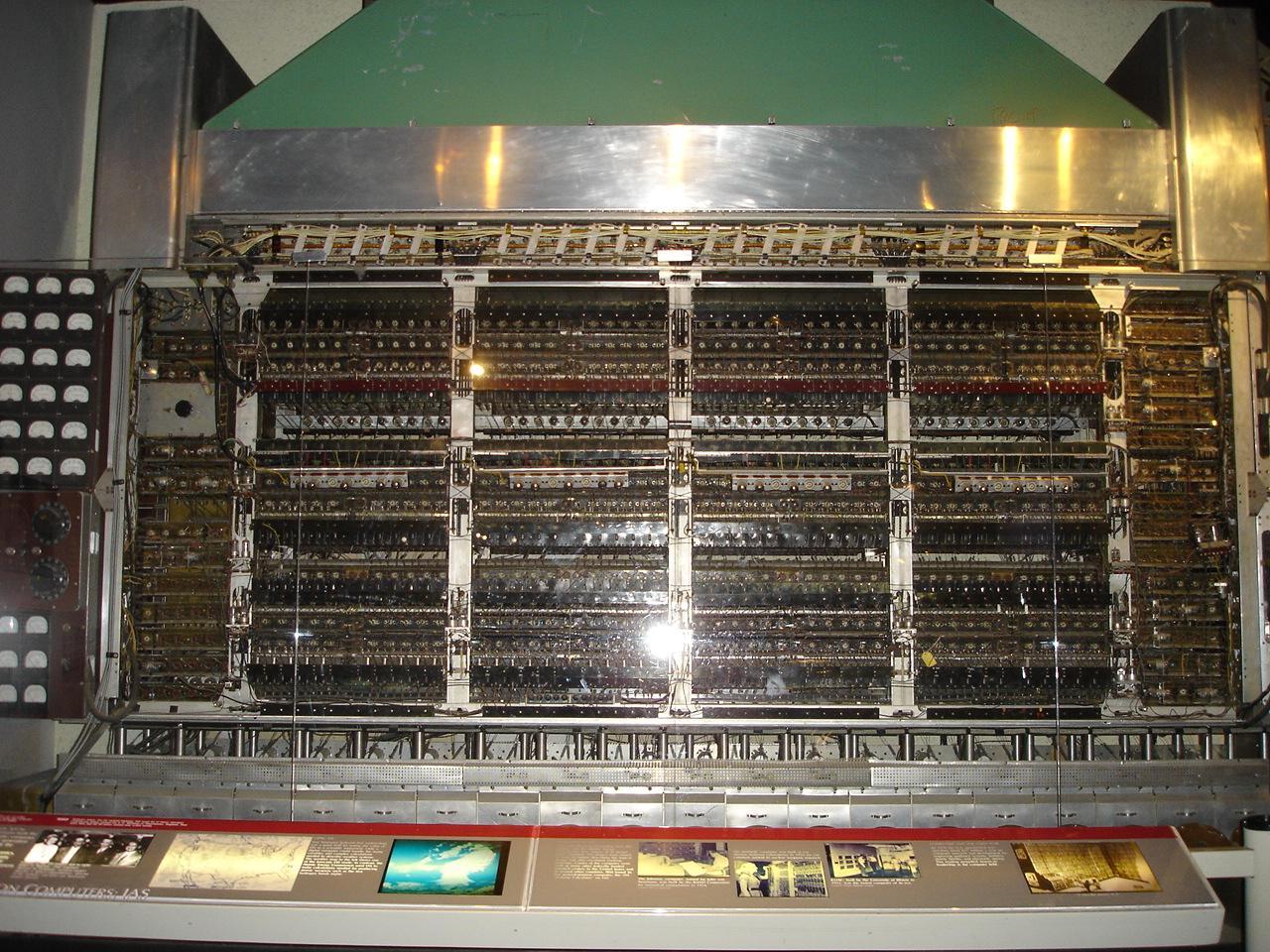 Apple IIe - Wikipedia |First Computer