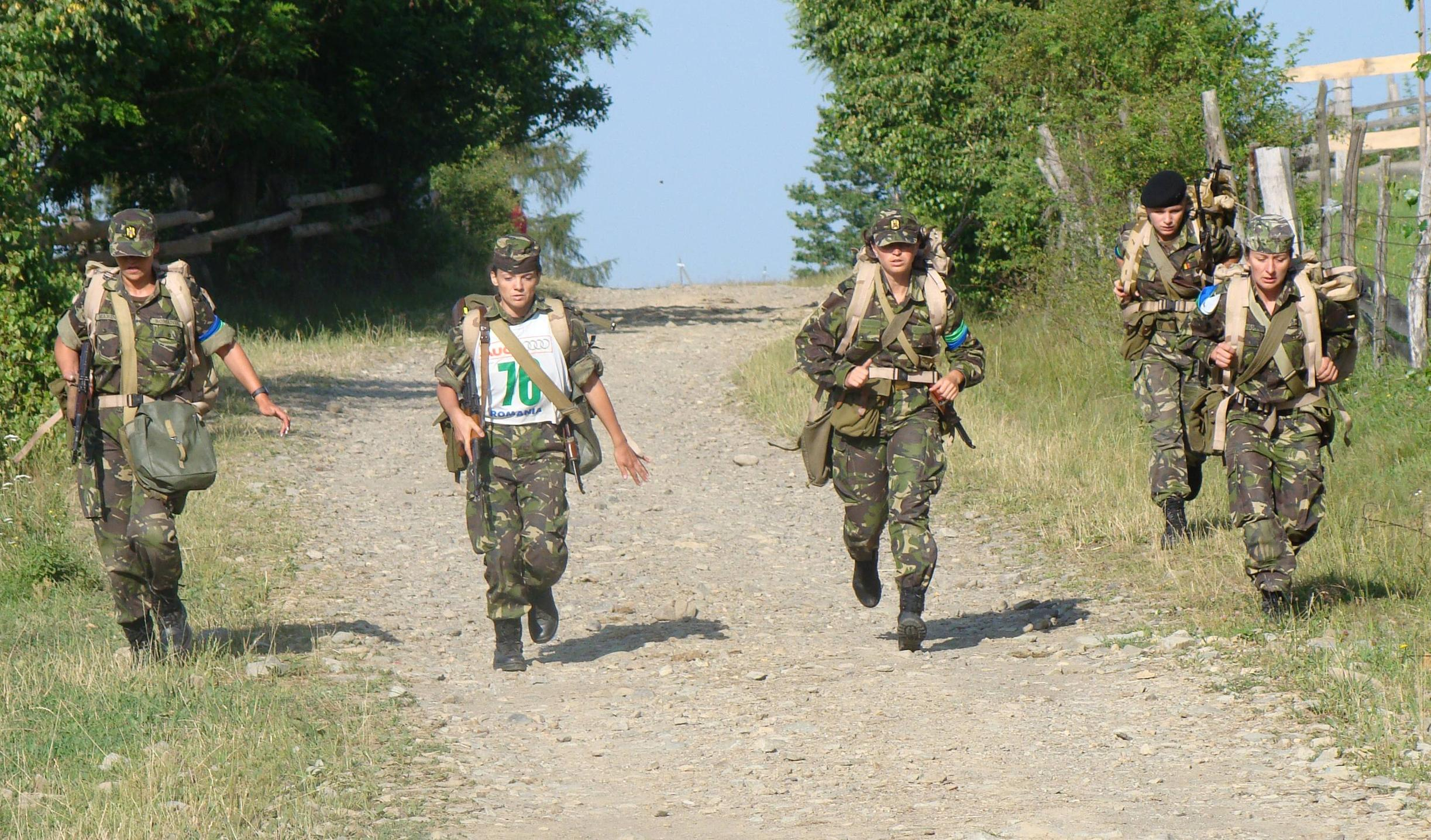 romanian-army-girls